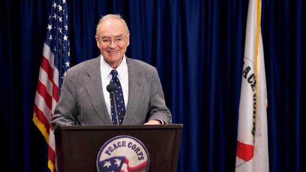 Berumur 90 Tahun, Mantan Senator AS Menikahi Pria 40 Tahun
