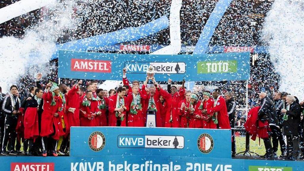 Feyenoord Akhiri Puasa Trofi, Van Bronckhorst Raih Gelar Pertama sebagai Pelatih