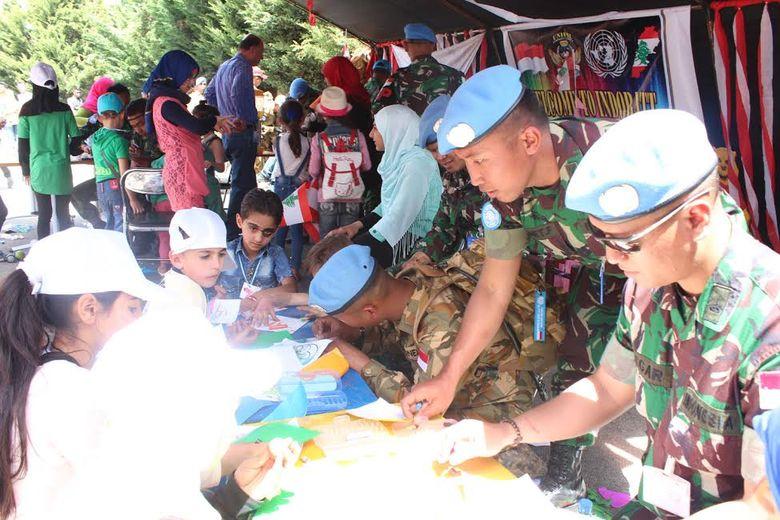 Saat Pasukan TNI Berbaur dan Berbagi Gembira dengan Anak-anak Libanon