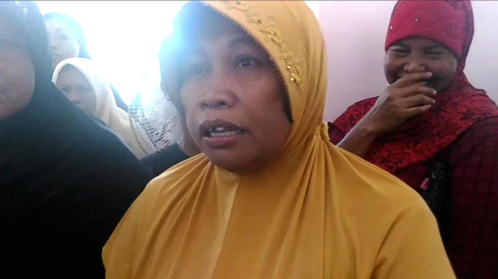 Momen Menggelikan saat Bu Budi Ngaku Punya 12 Kartu Indonesia Sehat