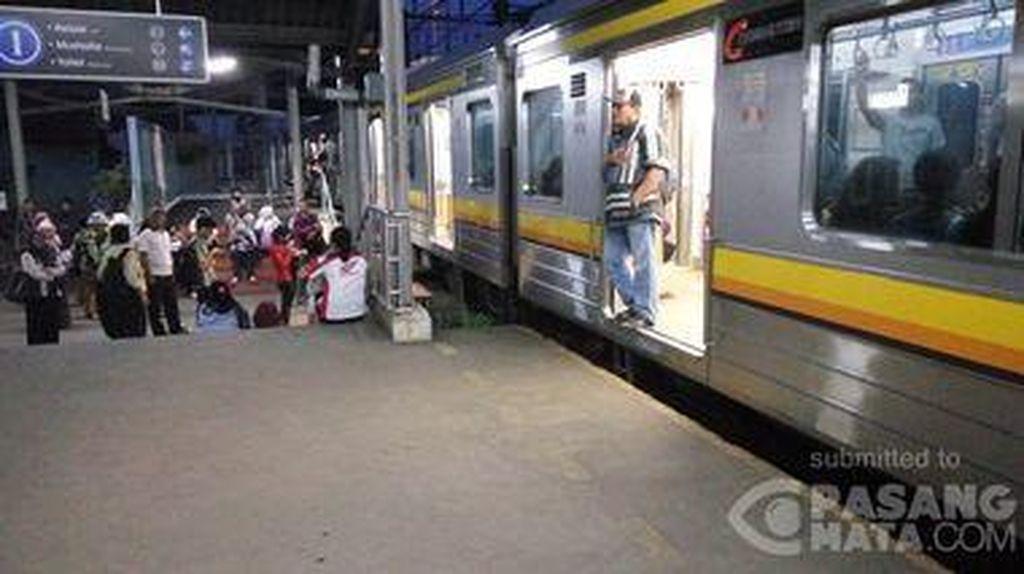 Tawuran Dibubarkan, KRL Jakarta-Bekasi Kembali Normal