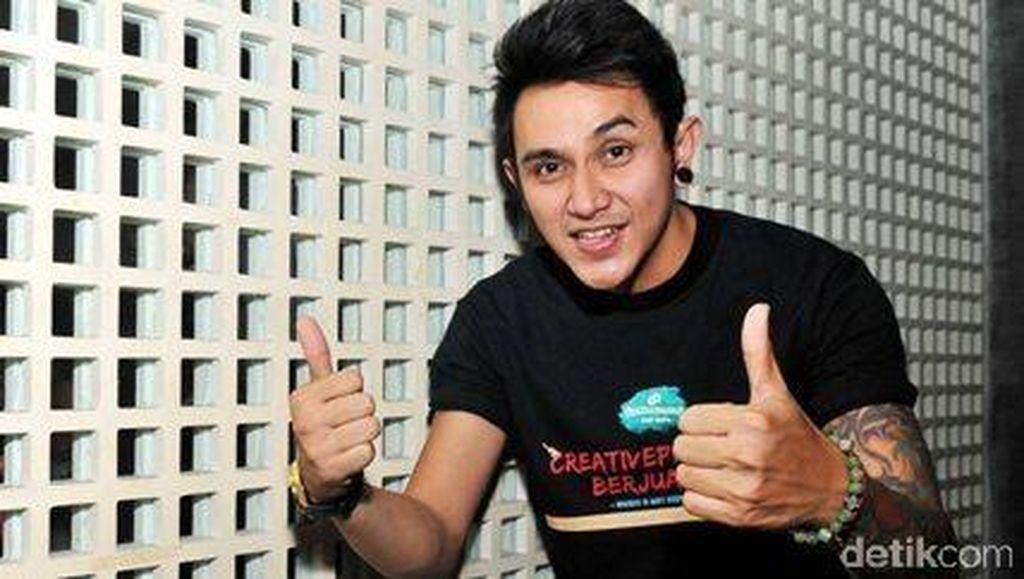 Hobi Begadang, Vicky Nitinegoro Tekuni Profesi DJ