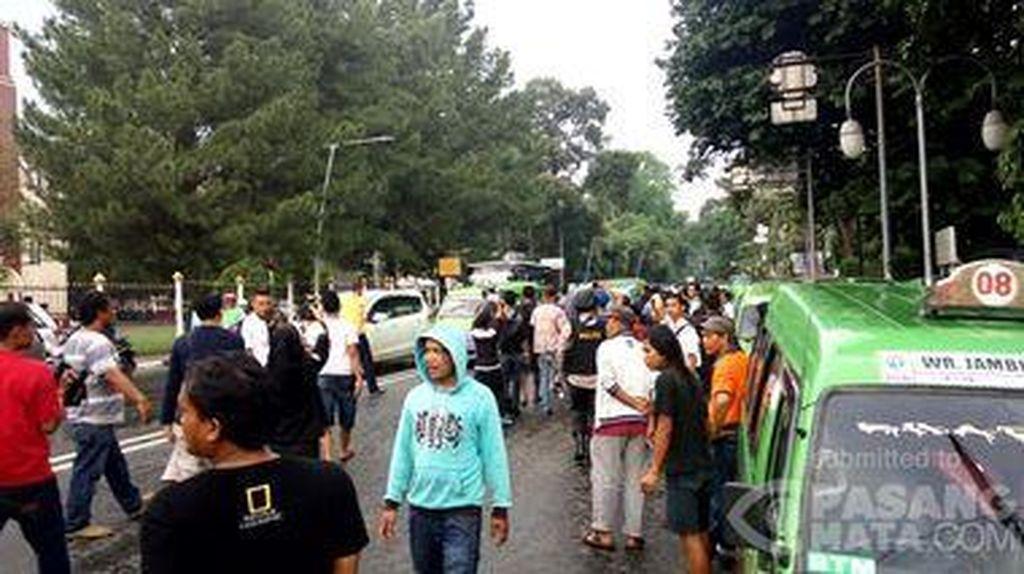 Sopir Angkot di Bogor Demo, Penumpang Diturunkan