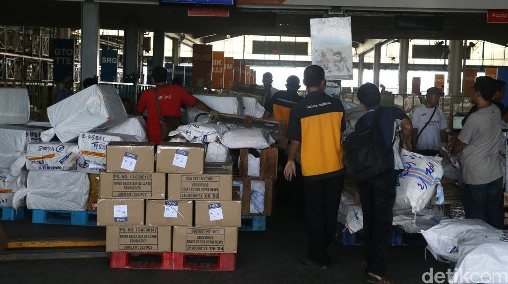 5 Calo yang Gentayangan di Cargo Barang di Bandara Soekarno-Hatta Diciduk Polisi