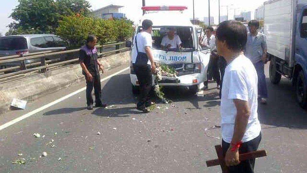Kecelakaan Mobil Jenazah di Tol Rawamangun, 2 Orang Terluka