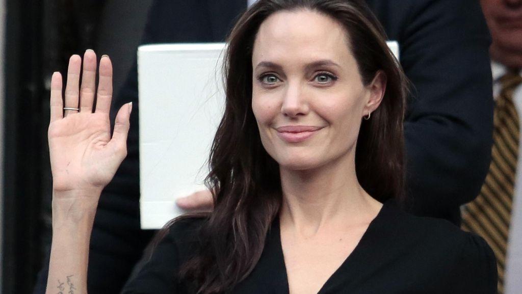 Juru Bicara Bantah Angelina Jolie Idap Zika
