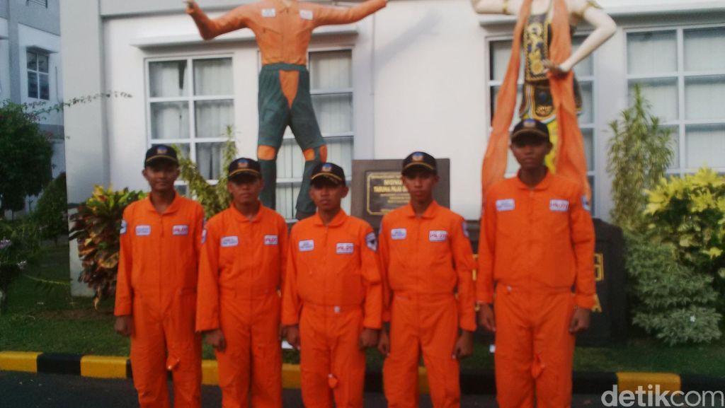 Begini Perjuangan 5 Pemuda Miskin Dapat Beasiswa Sekolah Pilot