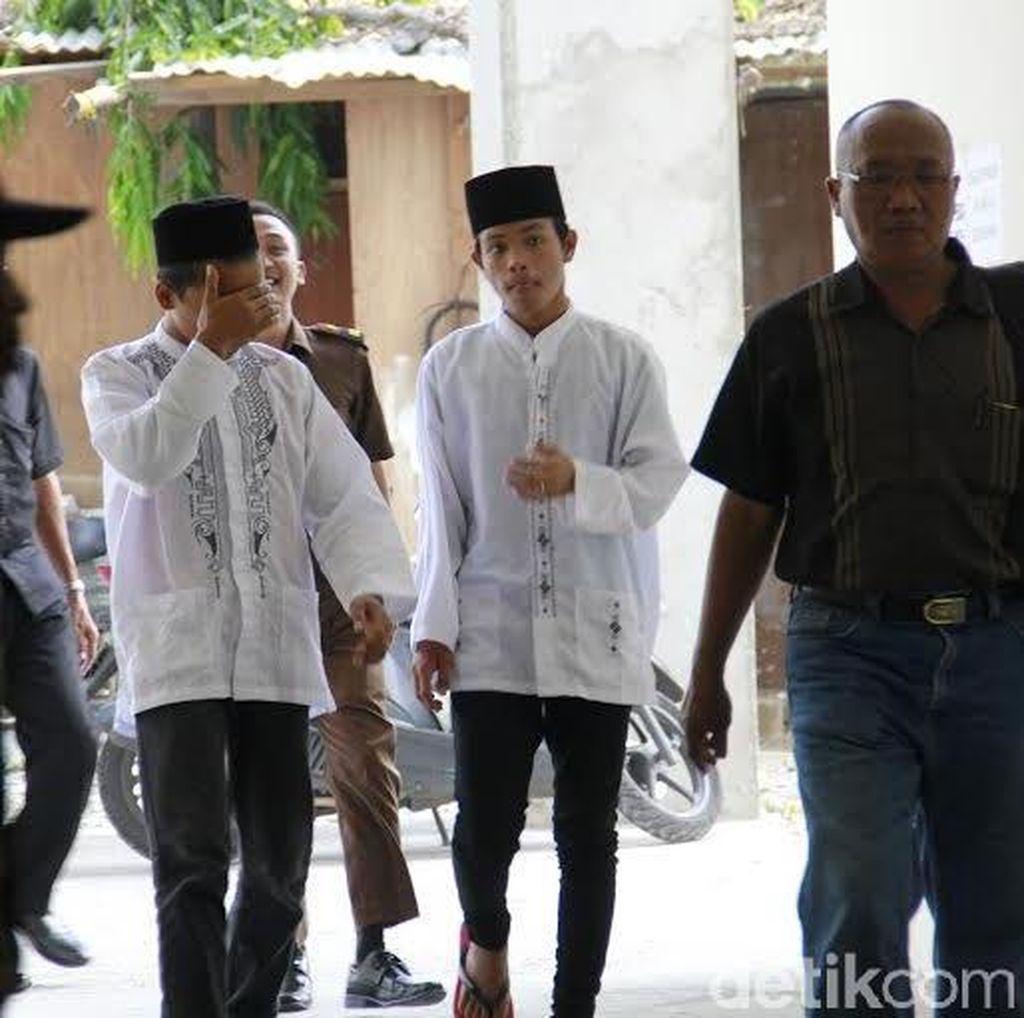 Dua Terdakwa Pembunuh Salim Kancil Divonis Penjara 3,5 Tahun