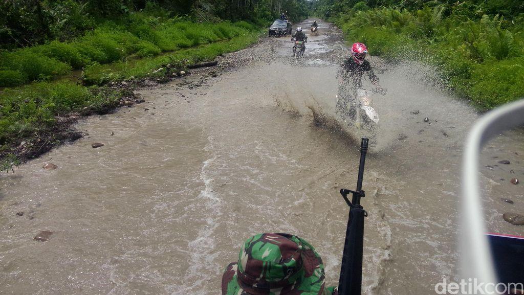 Kendarai Motor Trail, Panglima TNI dan KSAD Terobos Jalan Trans Papua