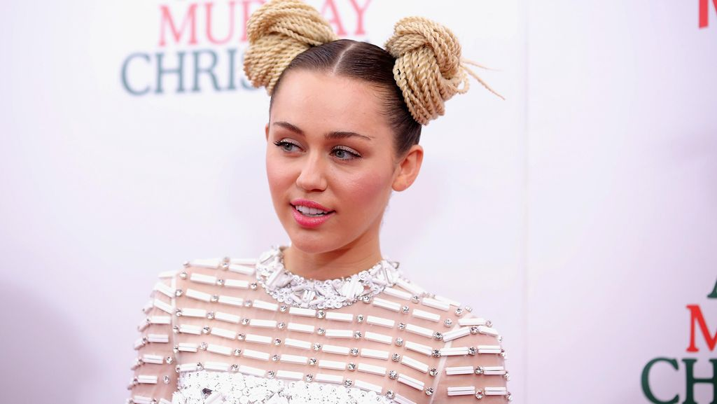 Pamer Tato Planet, Miley Cyrus Malah Diledek Netizen