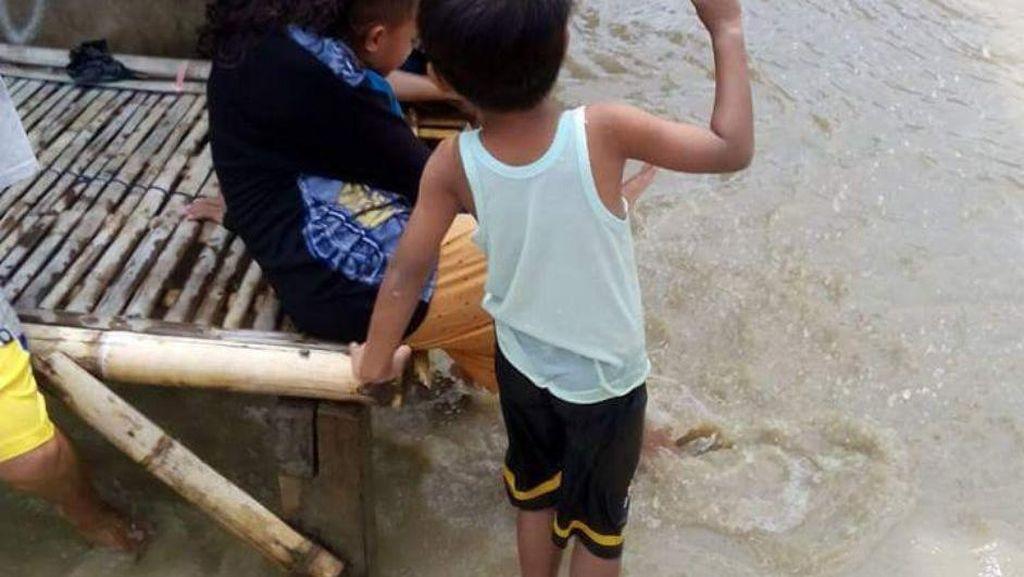5 Hari Sudah Banjir Genangi Rumah Warga di Muara Gombong Bekasi