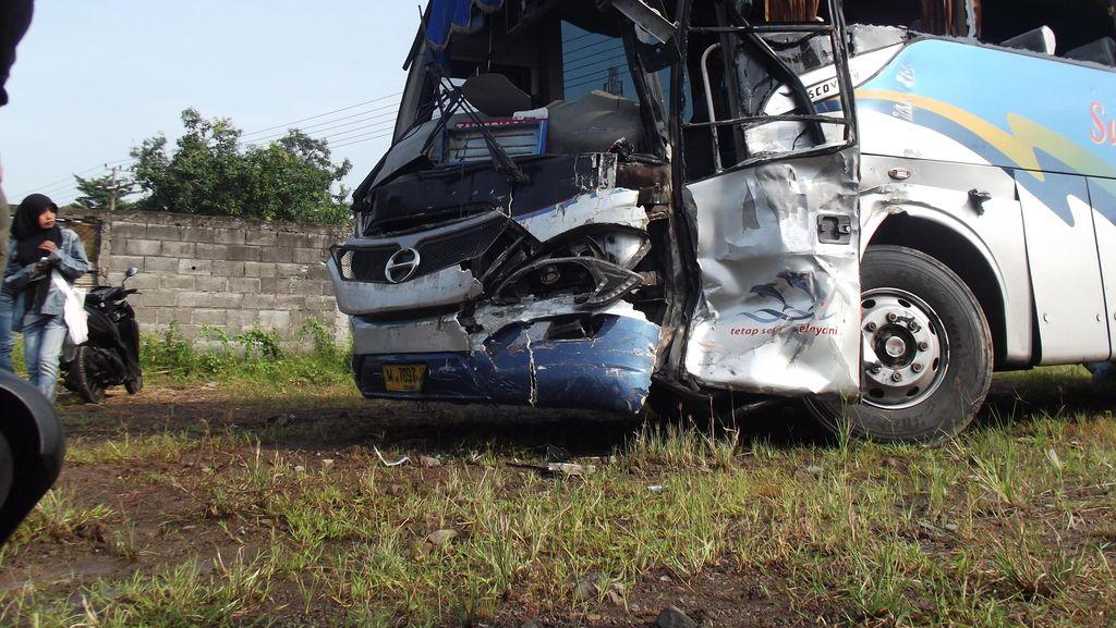 Bus Sugeng Rahayu Vs Harapan Jaya, Empat Orang Luka