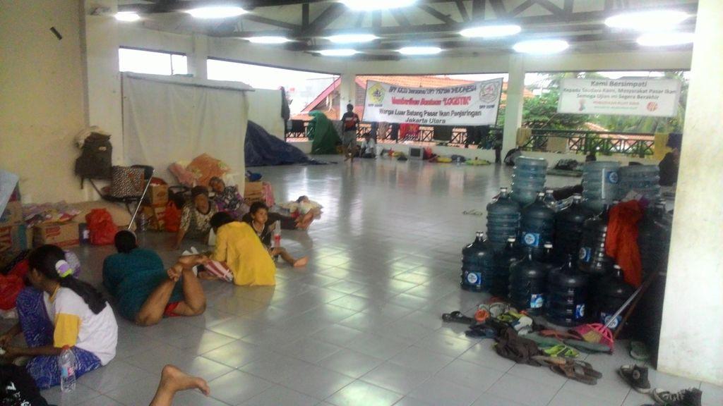 Manusia Perahu Sudah Berangsur Pindah ke Aula Masjid Luar Batang