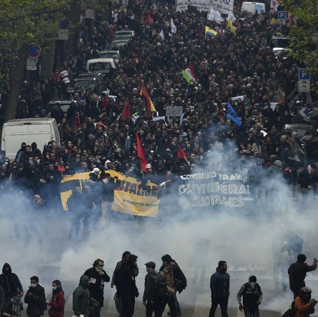Demo Menolak Reformasi UU Buruh di Paris Ricuh, 24 Polisi Terluka