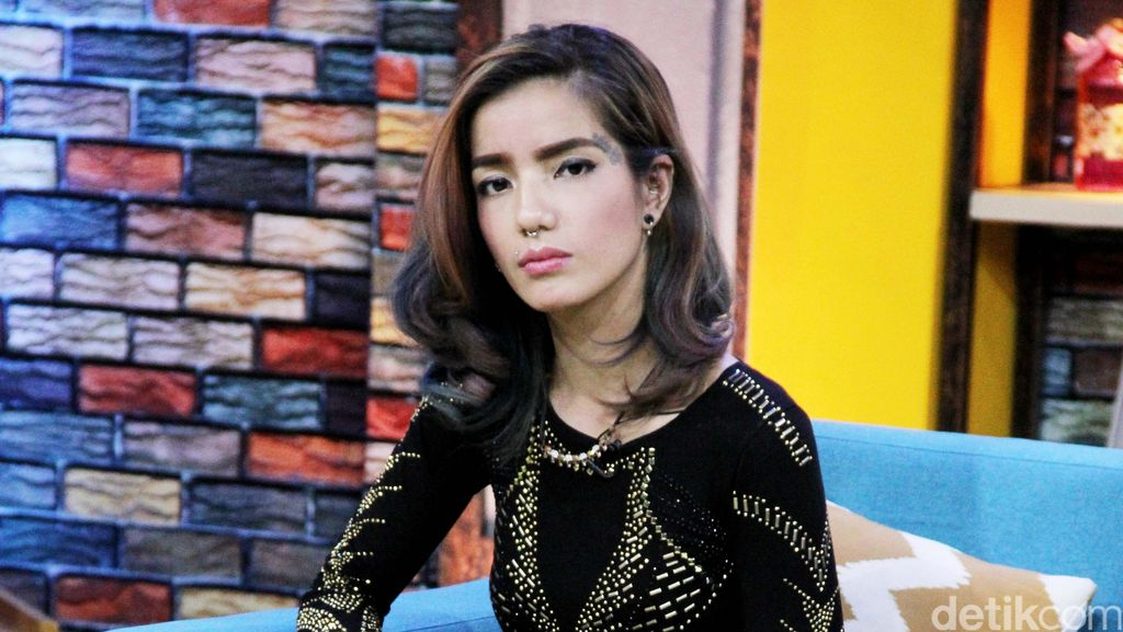 Sheila Marcia Tak Mau Bantah Tudingan Lesbian