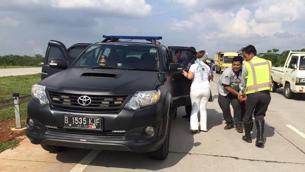 Avanza Terguling di KM 101 Tol Cipali Setelah Dihantam Bus, 4 Orang Luka
