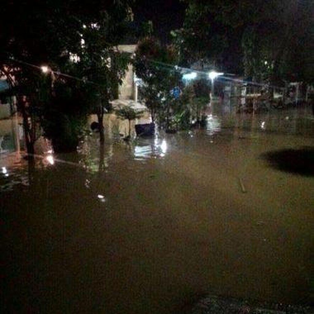 Diguyur Hujan, Ribuan Rumah Warga di Cikupa Terendam Banjir