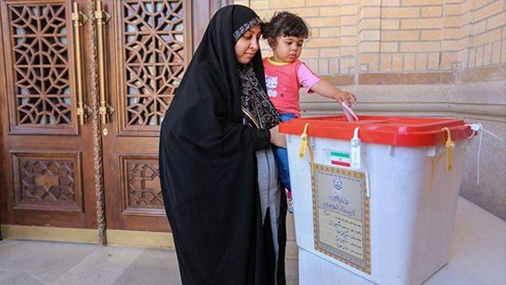 Pemilihan Parlemen Babak Kedua, Kandidat Moderat Iran Ungguli Konservatif