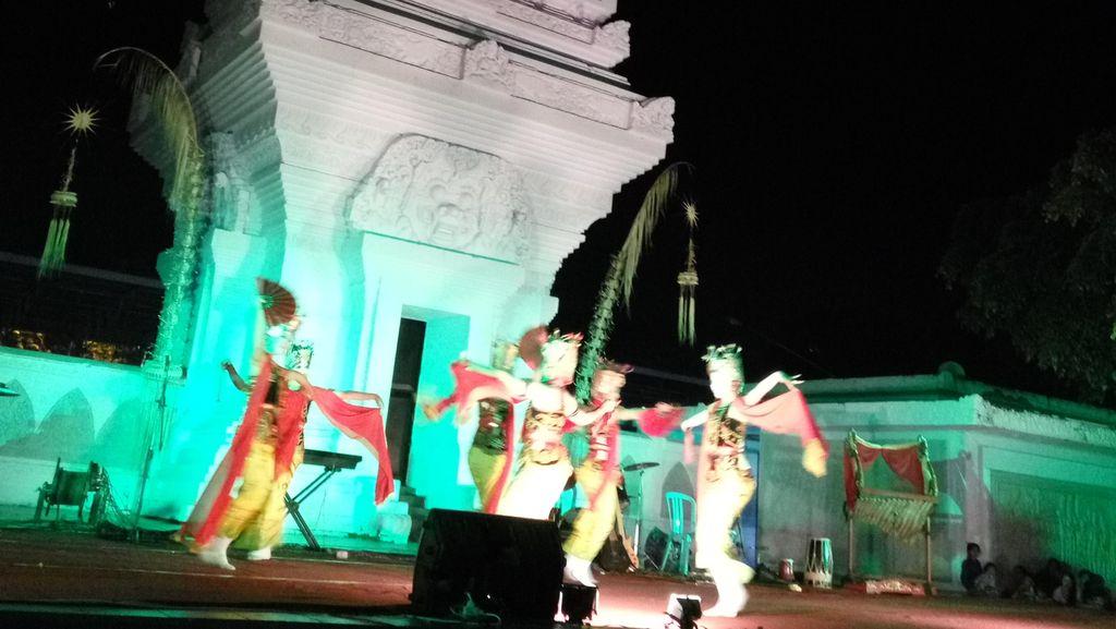 Meriahnya Malam Mingguan di Taman Blambangan Banyuwangi