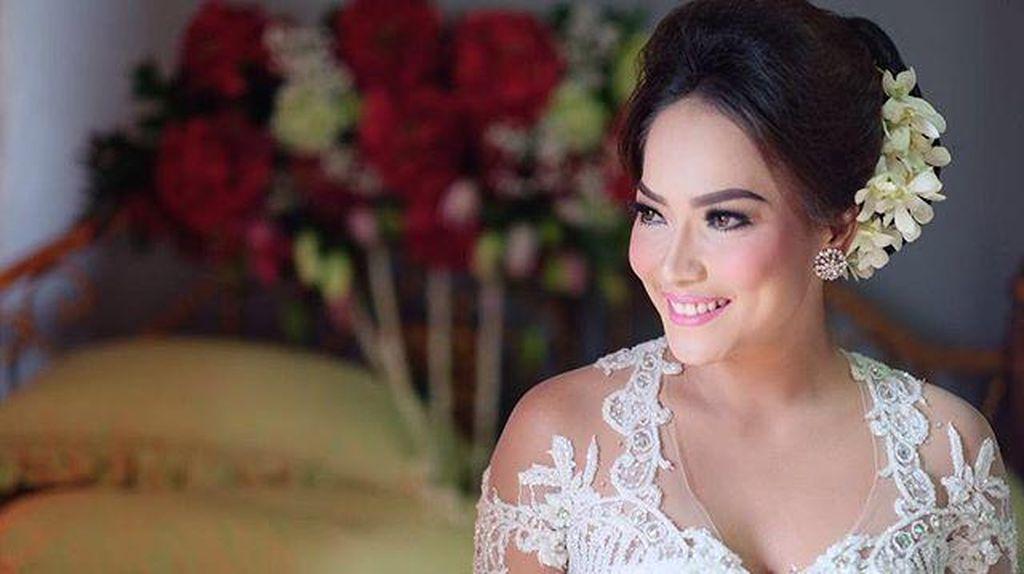 Jenny Cortez Dinikahi Tomy dengan Emas dan Berlian