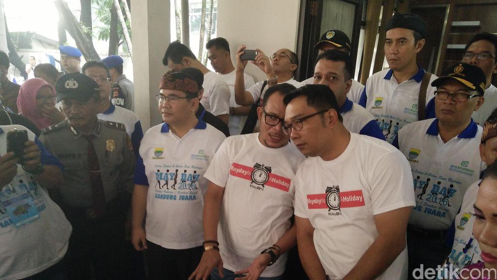 Hari Buruh, Menaker dan Ridwan Kamil Kompak Berkaus Mayday Is A Holiday
