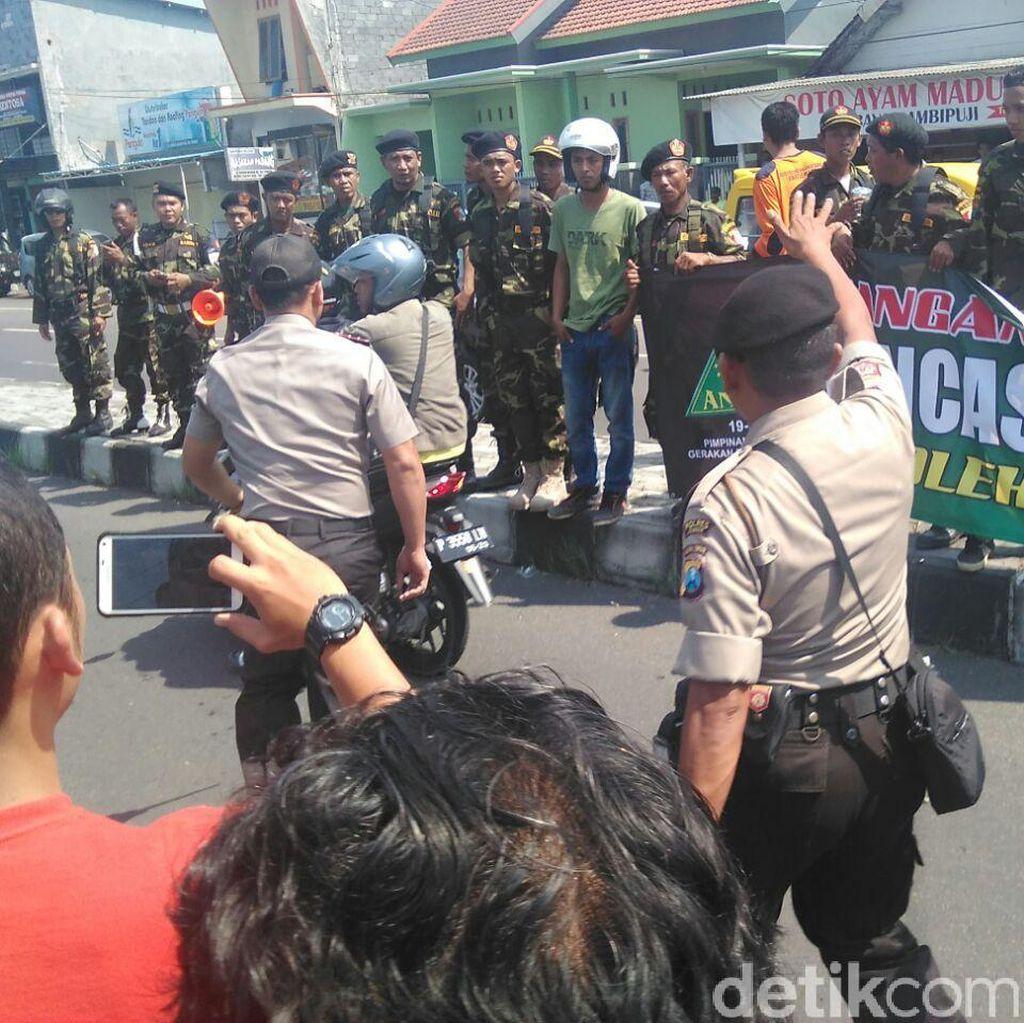 Kapolres Jember Bubarkan Massa Banser yang Kepung Acara HTI