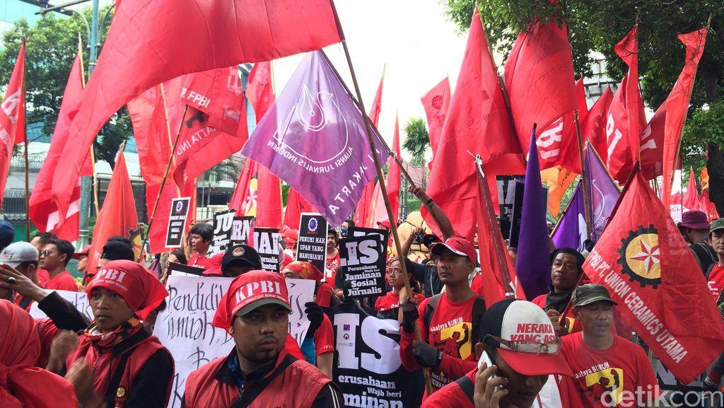 Di Riau, May Day  Diperingati dengan Panggung Hiburan dan Jalan Santai