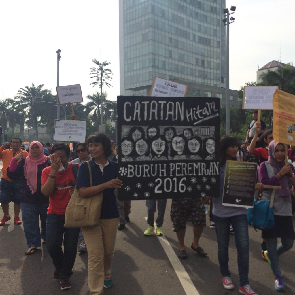 Usai Putari Bundaran HI, Solidaritas Perempuan dan Buruh Migran Bergerak ke Istana