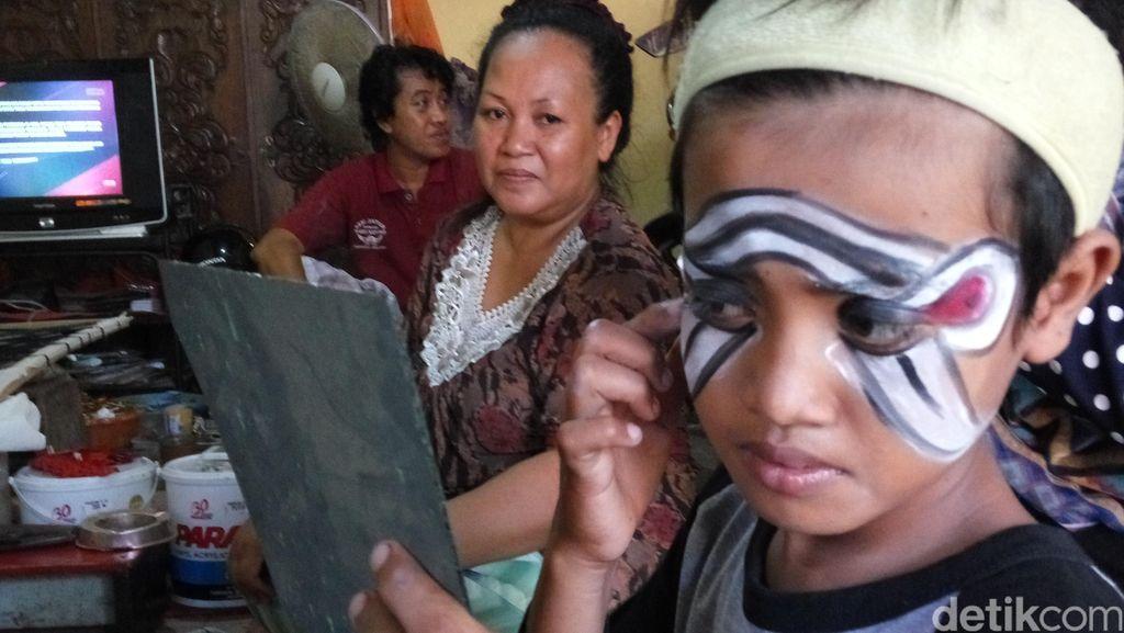 Cerita Restu, si Penari Cilik Pelestari Budaya Asal Banyuwangi