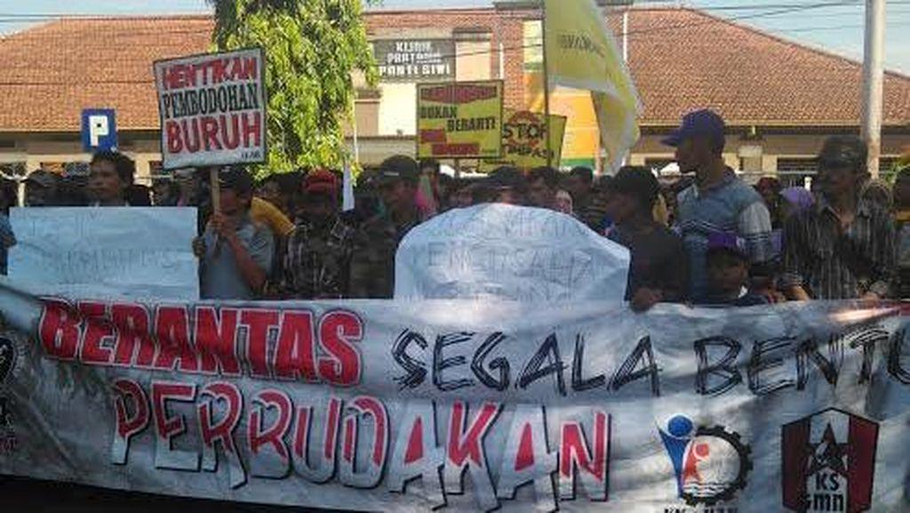 Ratusan Buruh Jember Tuntut Penyelesaian Kasus Buruh Perkebunan