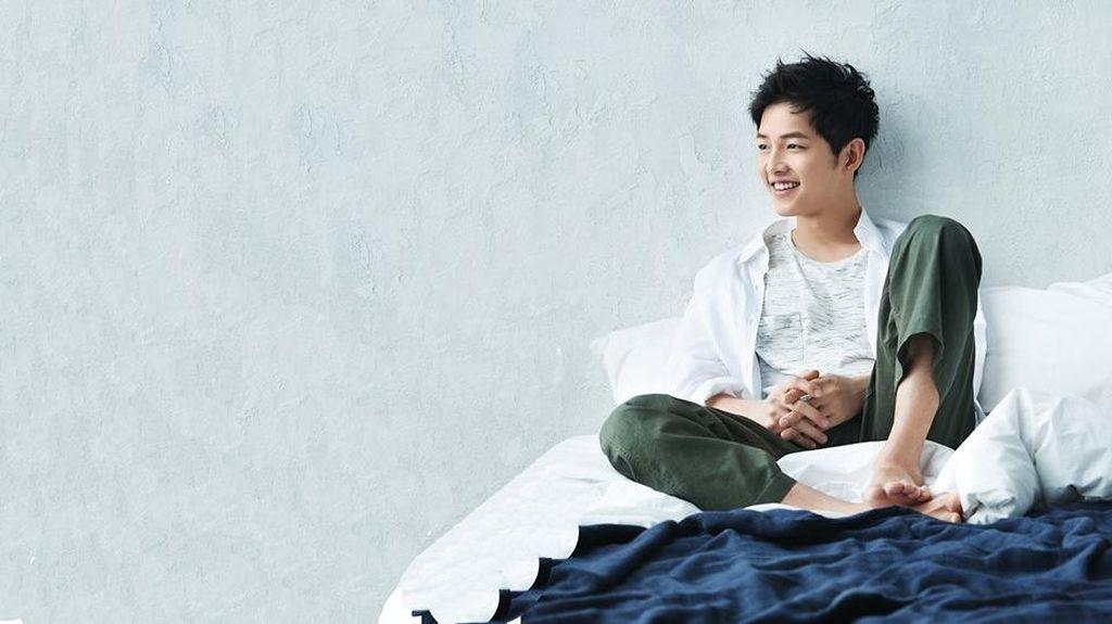 Song Joong Ki Susah Selfie Bareng Lee Kwang Soo, Ini Alasannya!