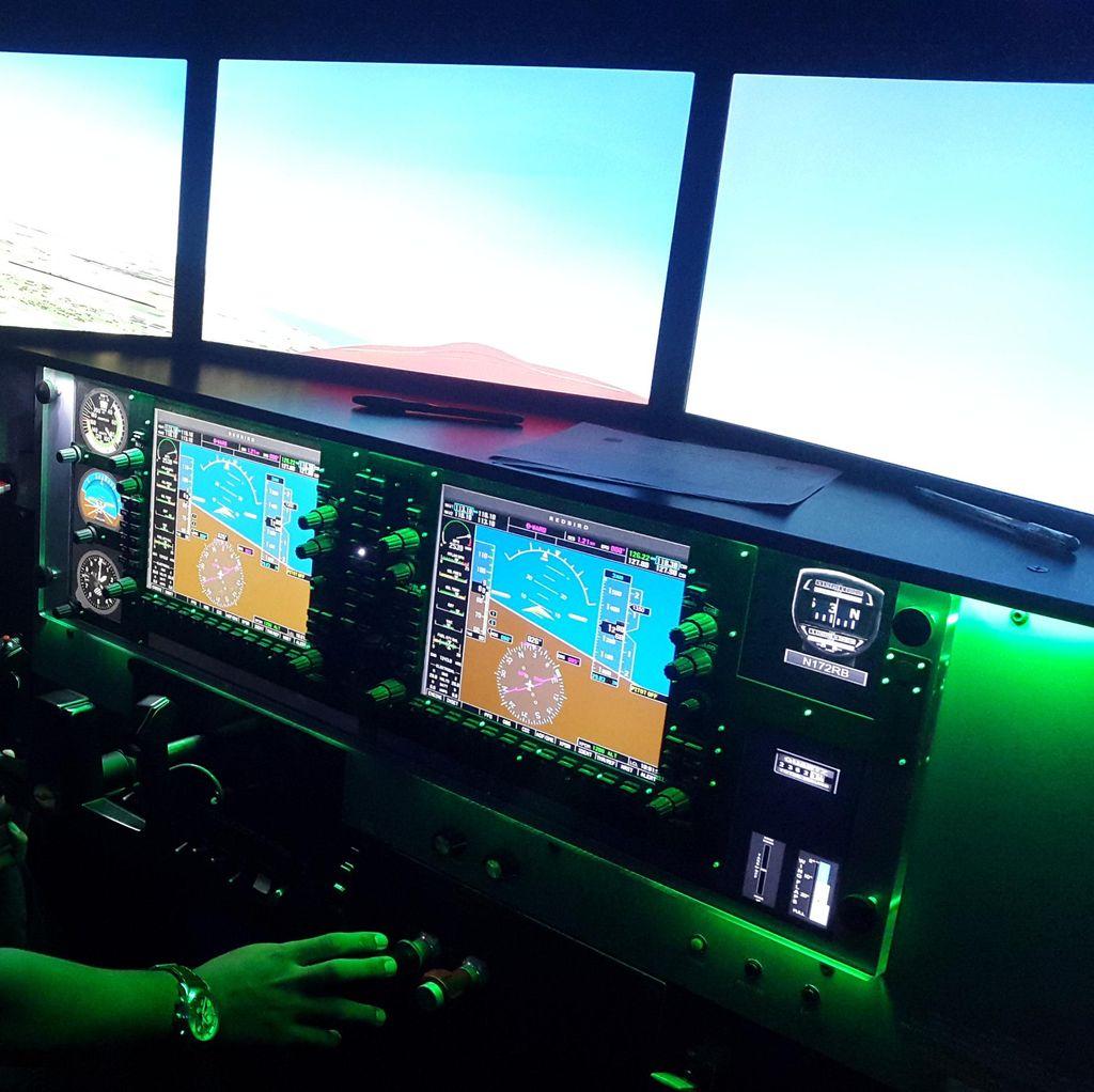 Serunya Menjajal Simulator Pesawat <I>Full Motion</I> di Sekolah Pilot Banyuwangi