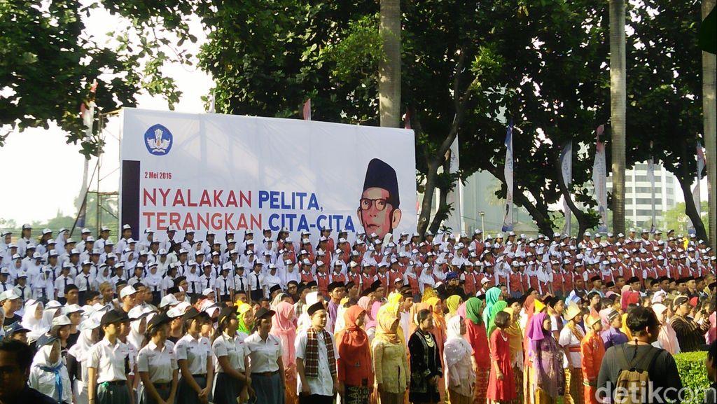 Ratusan Anak Indonesia Bersemangat Rayakan Bhinneka Tunggal Ika di Hardiknas