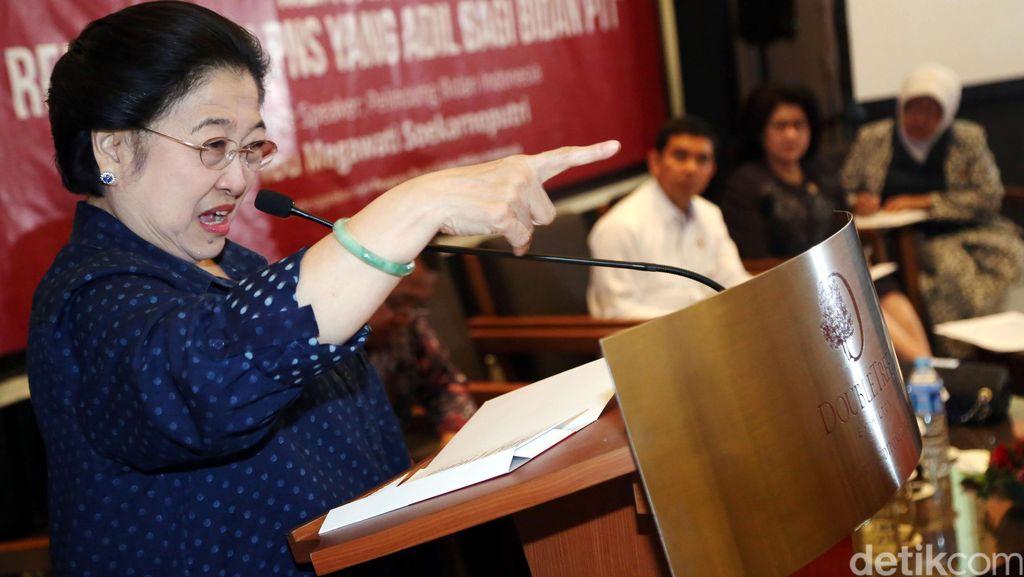 Megawati Hadiri Diskusi Membahas Bidan