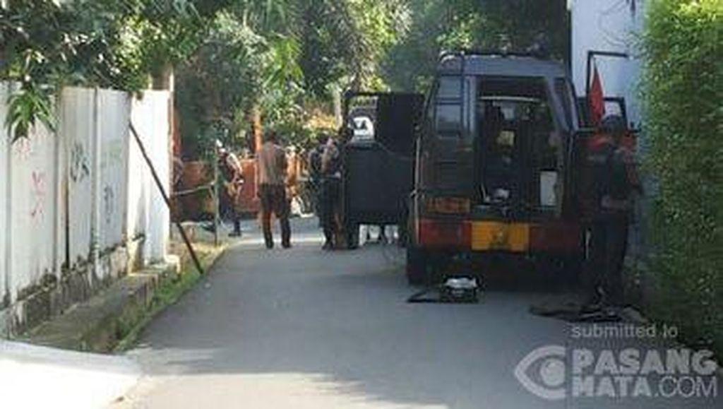 Banyak Polisi Berjaga di Kompleks Polri Jalan Ampera, Diduga Ada Teror Bom