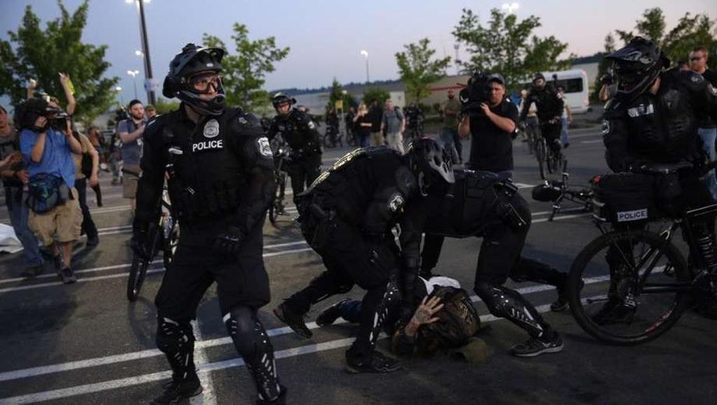 Aksi Demo May Day di AS Rusuh, 5 Polisi Terluka dan 9 Orang Ditangkap