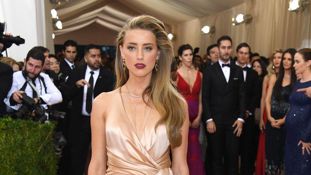 Resmi Cerai, Amber Heard Party Bareng Margot Robbie dan Cara Delevingne