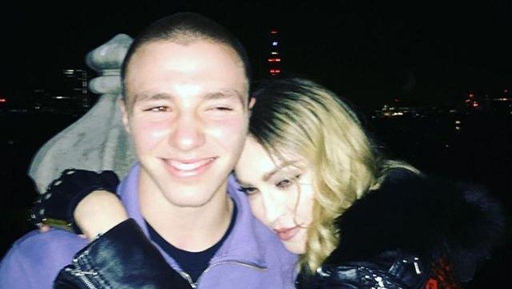 Foto Ini Bukti Berakhirnya Perseteruan Madonna dan Sang Putra