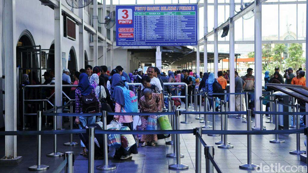 PT KAI Terapkan Sistem Check-in dan Boarding Pass di Stasiun Pasar Senen