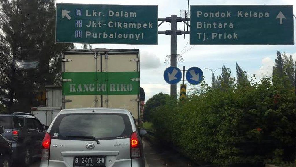 Tol JORR Ruas Cakung Arah ke Tol Cikampek Macet, Banyak Pengendara Nyerah