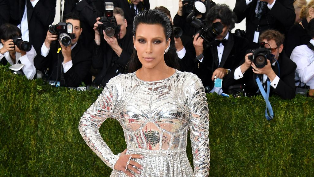Terima Penghargaan, Kim Kardashian Tak Akan Berhenti Unggah Foto Syur