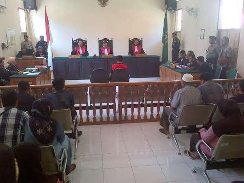 Divonis 5 Bulan Kasus ITE, Sidang Pegiat Anti Korupsi di Situbondo Nyaris Ricuh