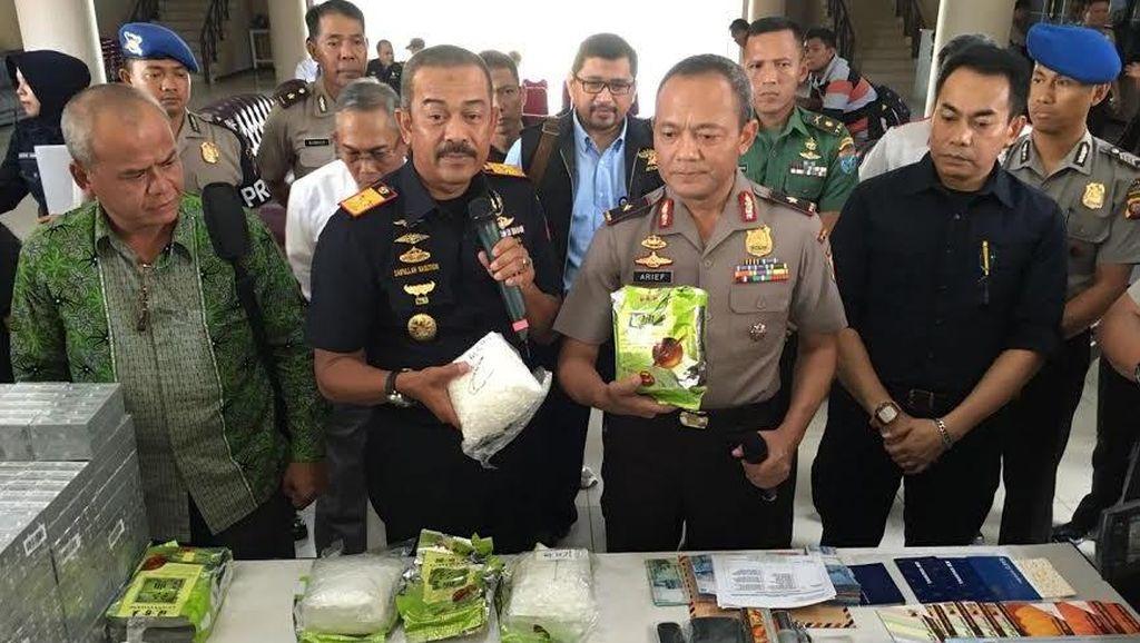 Syafii dan Aseng Dibekuk karena Coba Selundupkan 5 Kg Sabu Lewat Entikong
