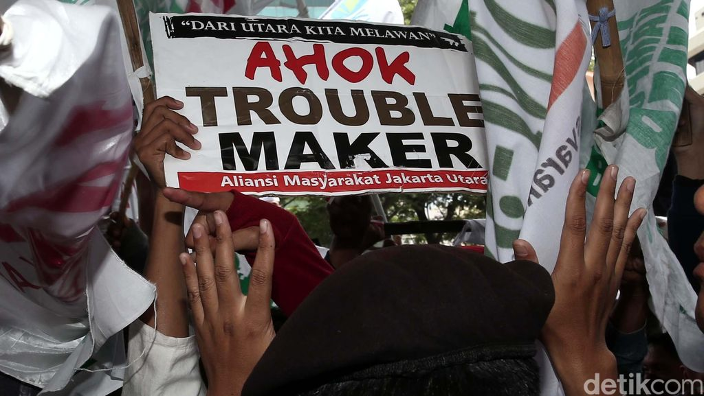 Warga Luar Batang Demo KPK