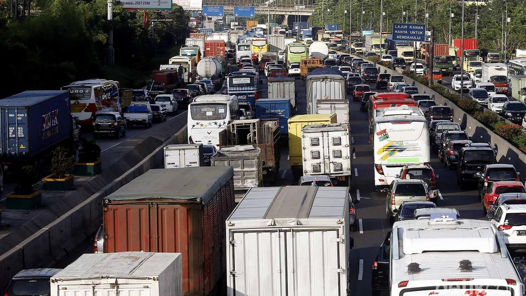 Tol Jakarta-Cikampek Macet Parah