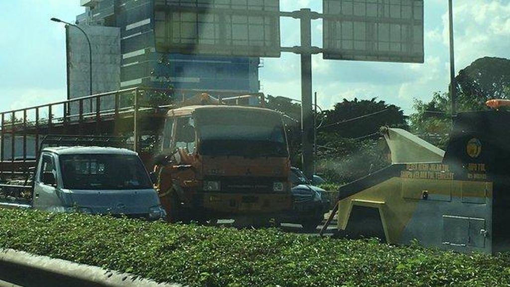Ada Truk Mogok di Tol JORR Cilandak, Ulujami-Fatmawati Macet