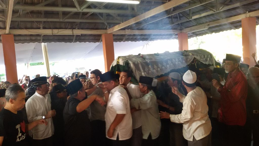 Ribuan Orang Antar Jenazah Tuty Alawiyah ke Peristirahatan Terakhir
