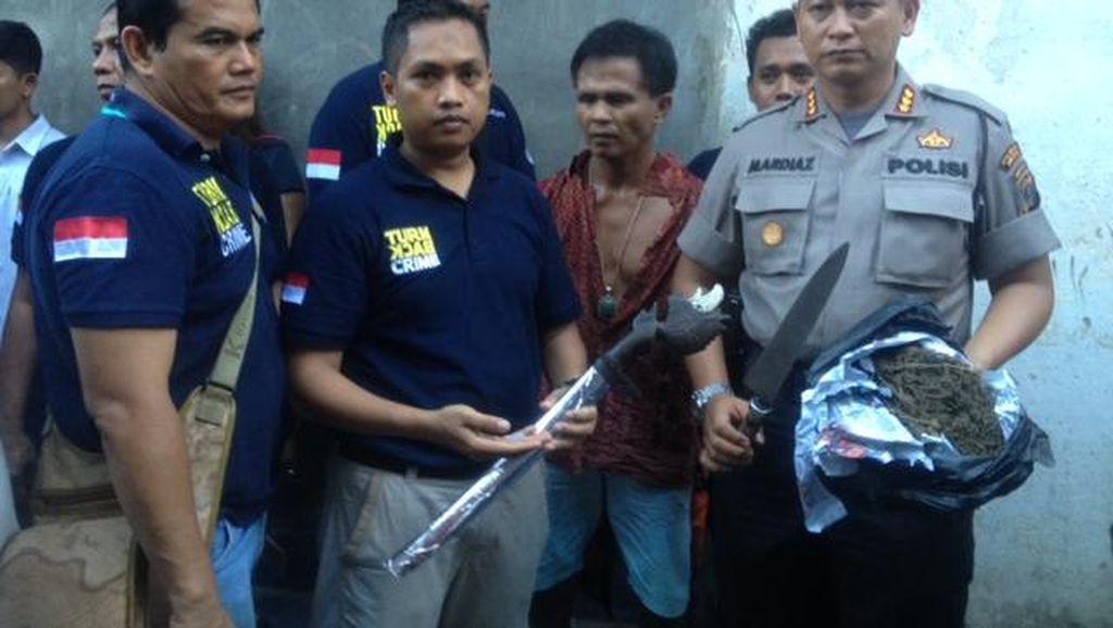 Polisi Gerebek Permukiman di Medan, Temukan Narkoba hingga Pedang Samurai