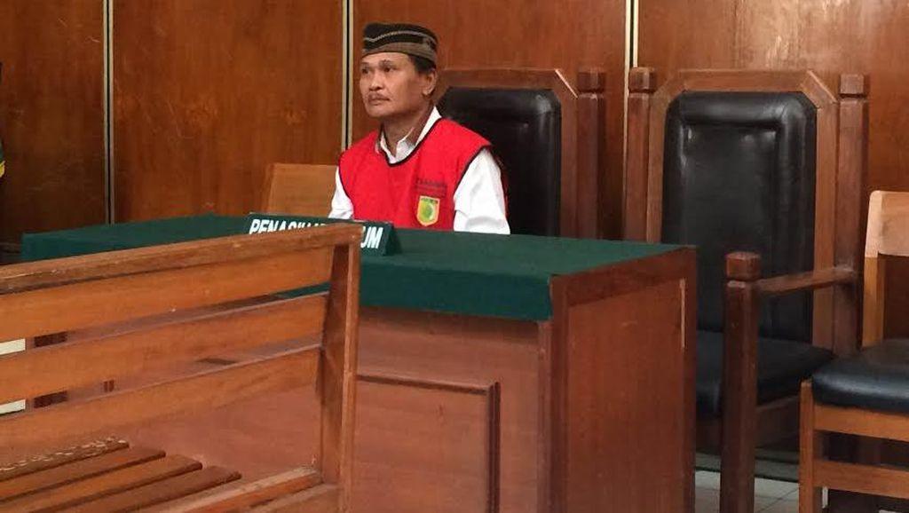 Tak Ada Pengacara Menemani, Daeng Aziz Pasrah di Sidang Kasus Listrik