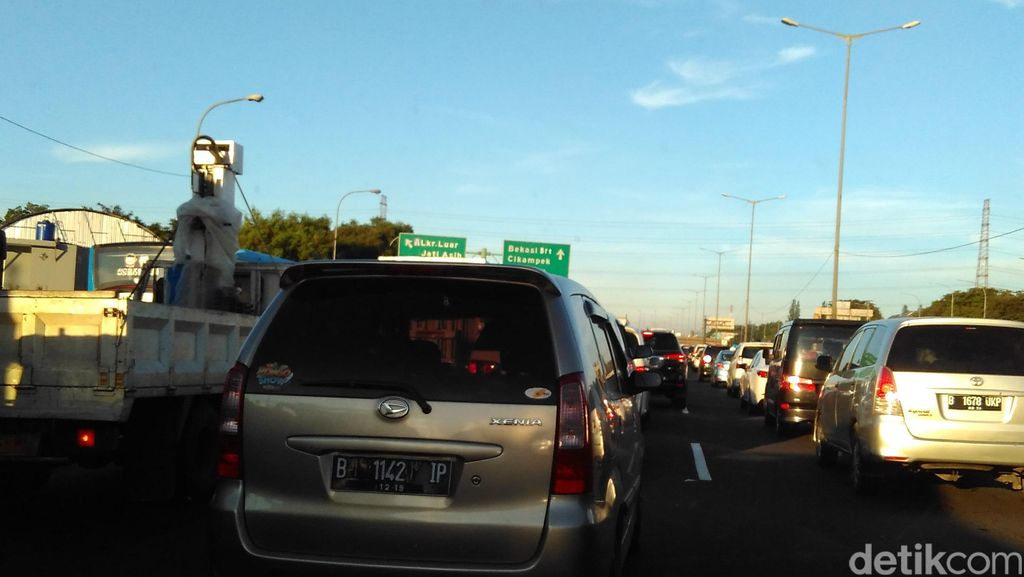 Macet Long Weekend, Perjalanan Tol Cawang-Cikunir Ditempuh 1,5 Jam